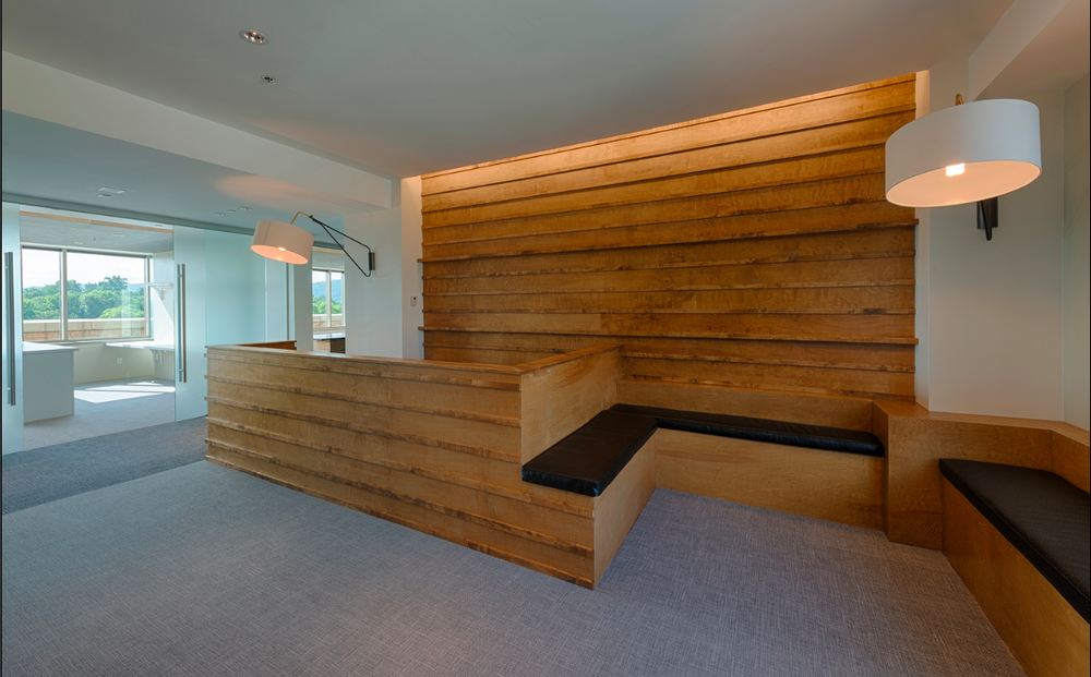RLM OFFICES/ RECEPTION DESK + SEATING