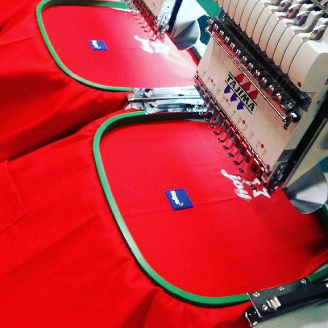 Vi sponsrade våra kära vänner på @keges_grosshandel med årets hetaste julförkläde, på deras årliga julmingel. #julförkläde #julmingel