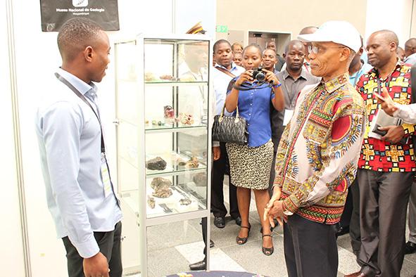 Zanildo Macungo presenting fossil specimens to the Governor of Nampula.