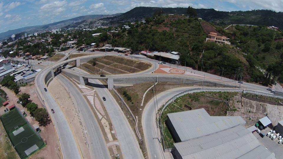 Muros de Contención utilizando la tecnología en la salida a Valle de Angeles