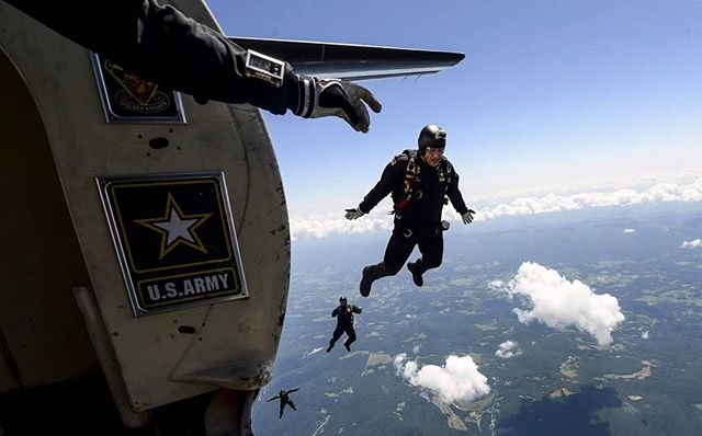 The United States Army Parachute team, the Golden Knights, jumps at 12,500 feet during the Westmoreland County Airshow. #tribunereview #westmoreland #oupj