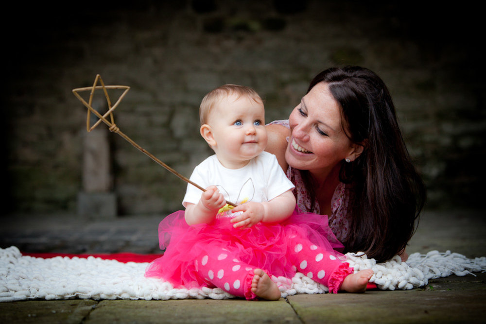 IMG_1100_pictorial-photography-berwick-photographer-portrait-natural-outside-mother-child-star-wand-pink.jpg