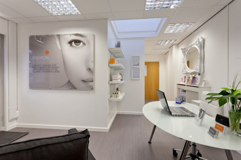 PICTORIAL_BERWICK_product-photography-commercial-face-skincare-quayside-rejuvinating-solutions-beauty-0191.jpg