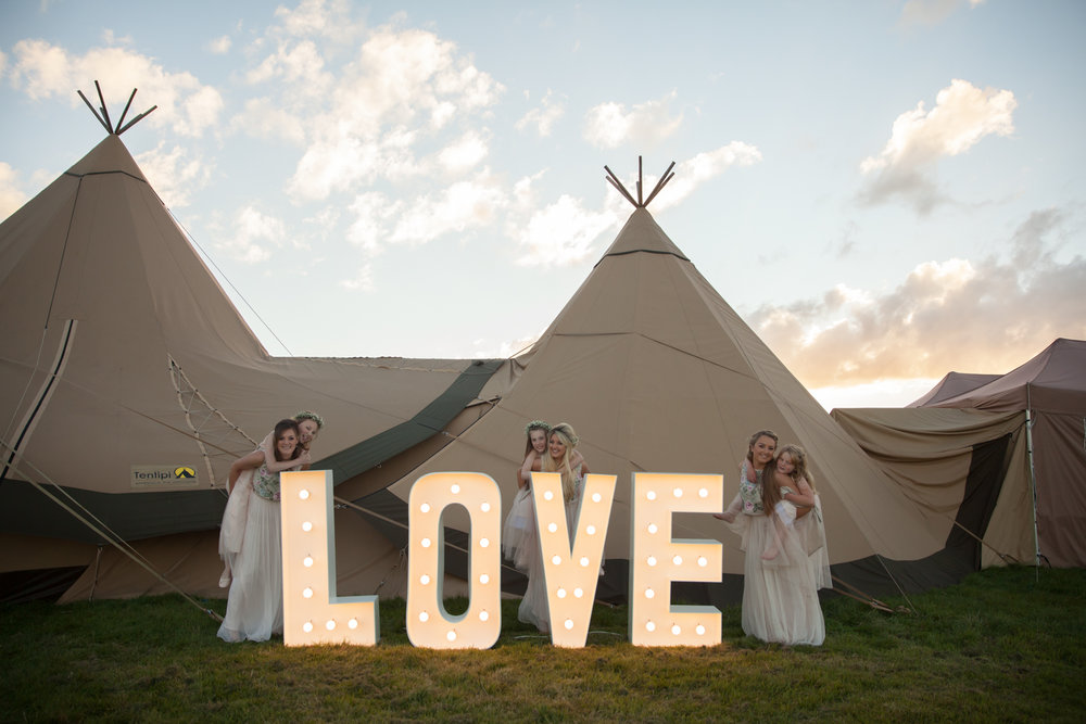 PICTORIAL_BERWICK_wedding_bamburgh_castle_tipi_farm_rodgersons_-5469.jpg