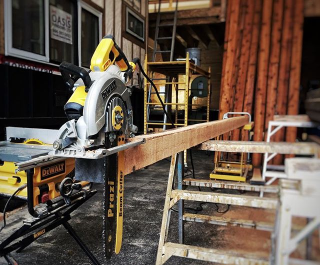 That time I left my chainsaw and my skill saw alone for the afternoon and came back to find the #prazi! Cutting beams like a boss #timberwolfhomes #tinyhome #tinyhomes #microhomes #instagood #dewalt
