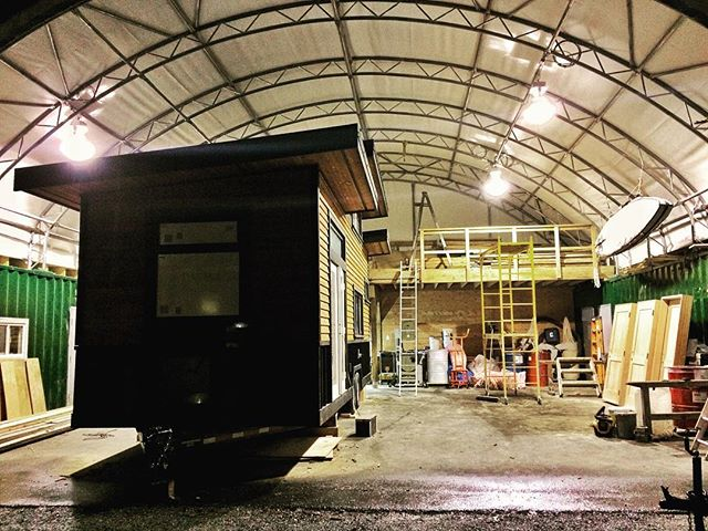 After many morning and evening working by headlamp trying not to chop off fingers or toes, we finally got the shop wired up with proper lighting! Now we can work all night #timberwolfhomes #timberwolfhomes #tinyhome #microhome #hgtvhome #squamish #workshop