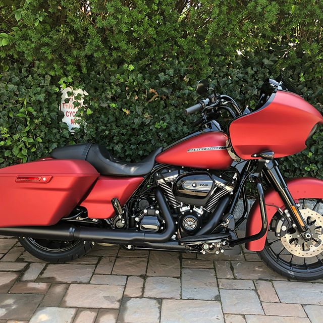 The latest project 2019 Denim Red Roadglide Special with the new stock 114ci motor.  The engine will be worked to a NOT so stock 117ci by @hillside_motorcycle ..give them a follow... amazing work. #harleydavidson @bigacustompaint #2019roadglidespecial