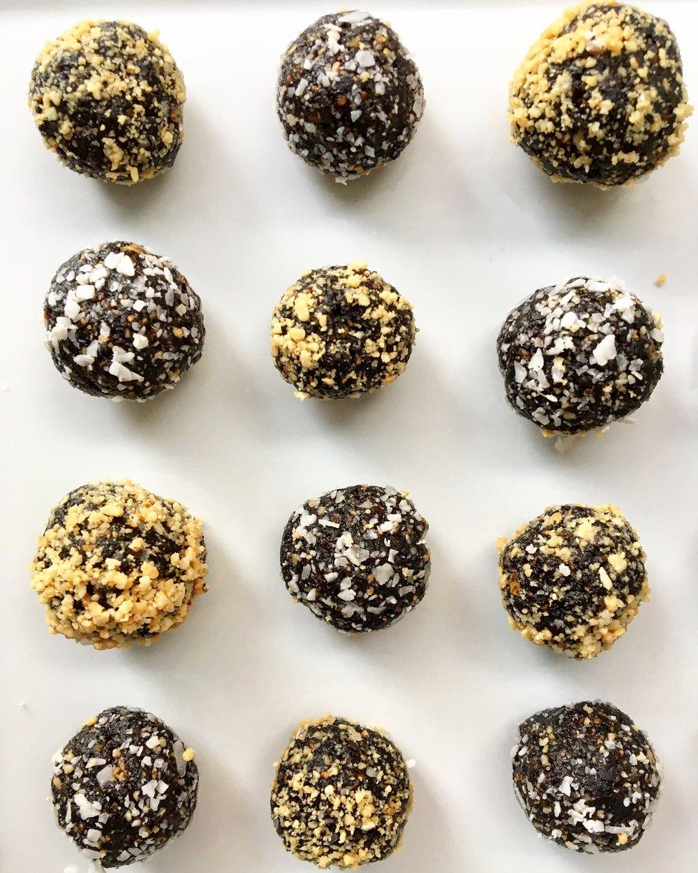Fig / Date / Cocoa Truffles (Photo No. 2)