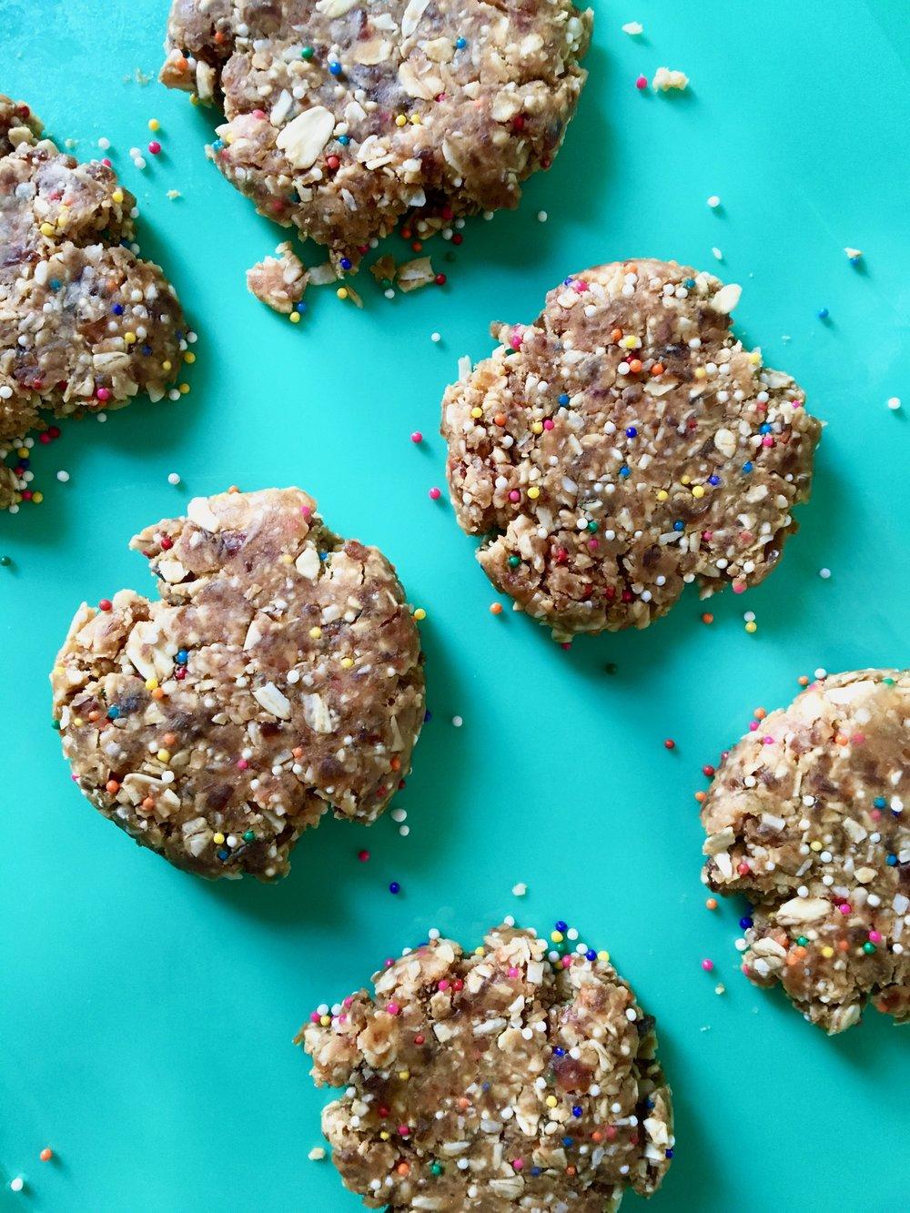 Raw Vegan Loaded Oatmeal (Peanut Butter Coconut Funfetti) Cookies