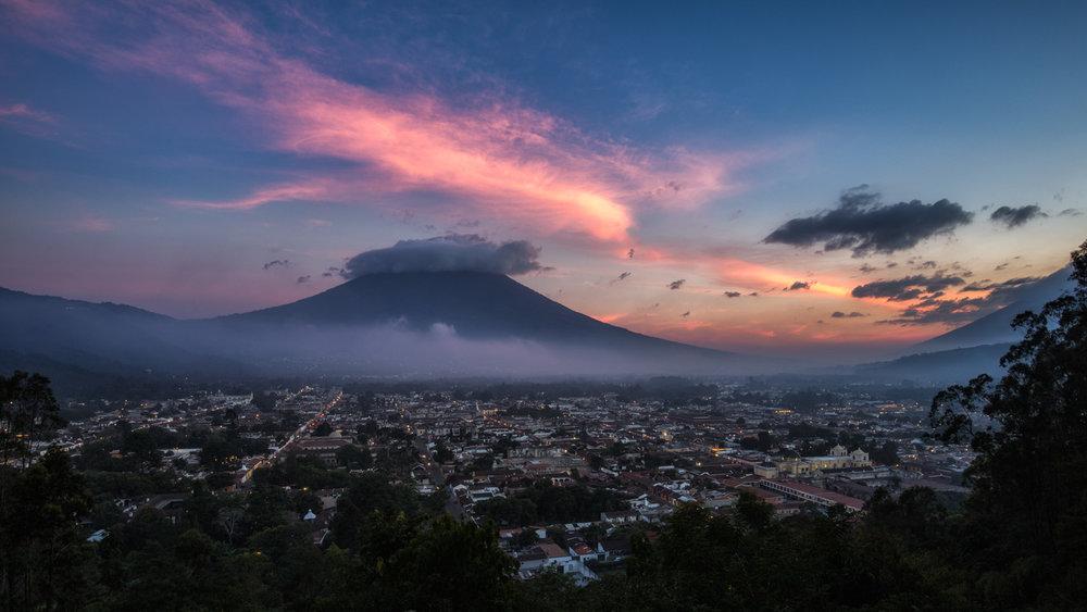 Cerro de la Cruz: Sunset over Antigua, Guatemala.