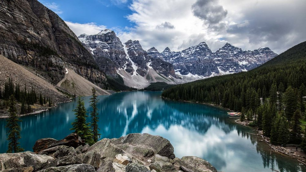 Banff National Park: Moraine Lake and the Ten Peaks