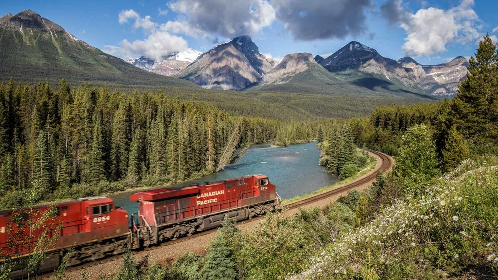 Train Spotting next to the Rocky Mountains: Morant's Curve