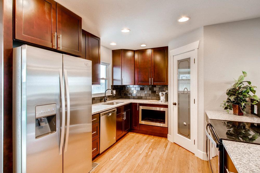 10751 W 69th Ave Arvada CO-print-003-36-Kitchen-2700x1800-300dpi.jpg