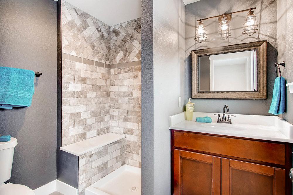 10751 W 69th Ave Arvada CO-print-006-38-Master Bathroom-2700x1800-300dpi.jpg