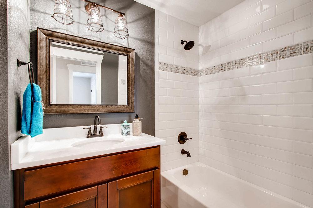 10751 W 69th Ave Arvada CO-print-009-43-Bathroom-2700x1800-300dpi.jpg