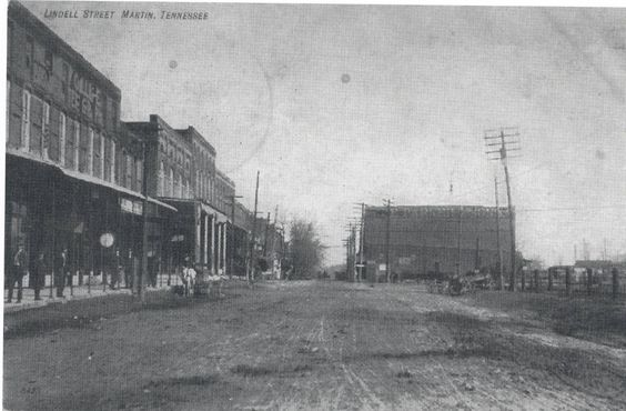 Lindell Street (1909). The Martin Coffeehouse building was only 9 years old!