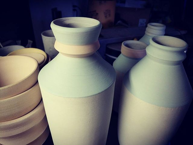 Some beer growlers😎 getting glazed!  #pottery #handmade #art #clay #design #ceramic #porcelain #keramik #wheelthrown #decor #homedecor #stoneware #interiordesign #ceramica #artist #ceramicart #craft #interior #vintage #glaze #home #love #etsy #potter #instapottery #growlers #artwork #bowl #mug