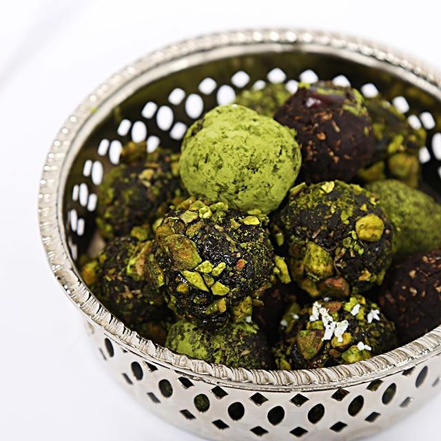 Matcha Pistachio Energy Balls❤🍵 The Perfect Power Snack 💪⠀ •⠀ •⠀ •⠀ #matcha #pistachio #velvetea⠀ •⠀ •⠀ •⠀ #energy #treat #snack #powersnack #healthy #matchover #greentea #tea #teatime #organic #sustainable #food #foodie #foodlover #honey #maplesyrup #fitness
