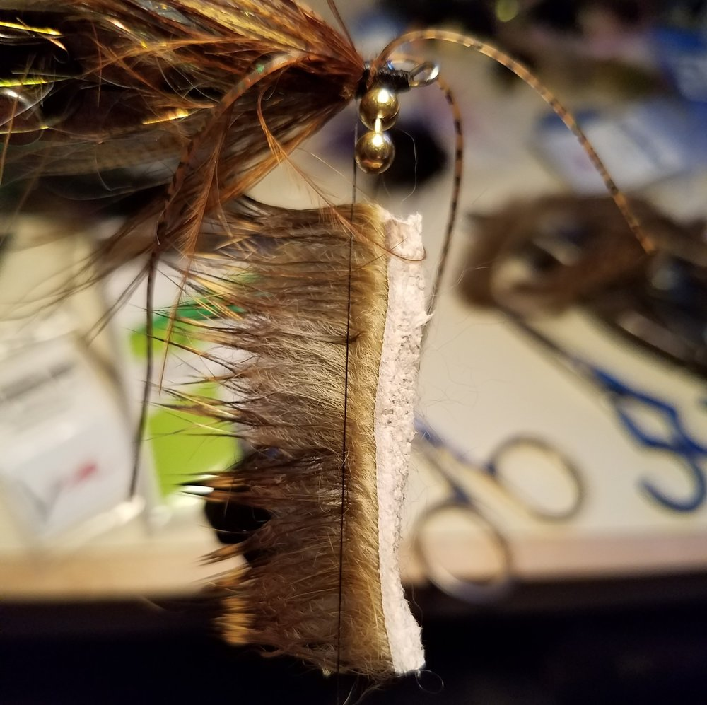 A RABBIT FUR COLLAR AND WOVEN THROUGH THE BEAD CHAIN EYES. USING 4 BEAD CHAIN EYES HELPS SINK THE FLY A BIT AND KEEP IT ORIENTED CORRECTLY (THANK YOU GREG SENYO FOR THE TIP!)