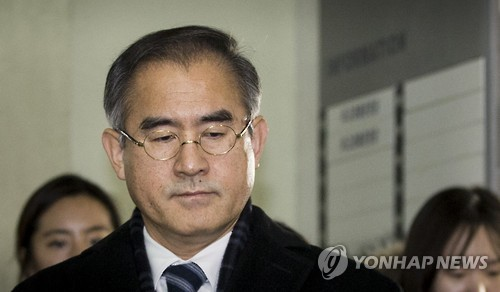 Kim Sang-yule, former presidential secretary for cultural affairs, enters the special prosecutors' office in Seoul on Jan. 8, 2016, for questioning over his involvement in the creation of the so-called blacklist of cultural figures.
