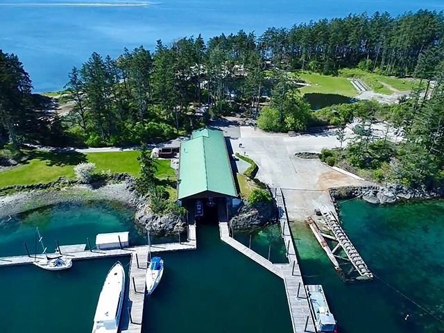 We are fortunate enough to work in some pretty amazing places! ☀️ . . . . #solar #solarenergy #renewableenergy #gulfislands #britishcolumbia #hightideenergy