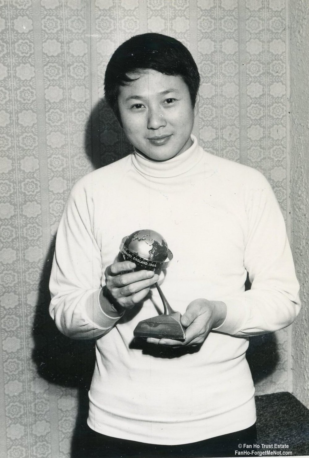 Fan Ho with the trophy