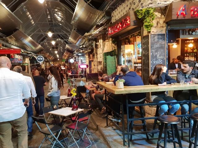 Das Night life beginnt im Shuk, wir fahren aber brav zurück nach Tel Aviv