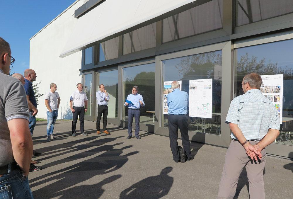Thomas Gautschi präsentiert die wichtigsten Meilensteine des Energieverbunds Einsiedeln