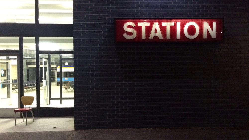 Une gare, un numéro de taxi