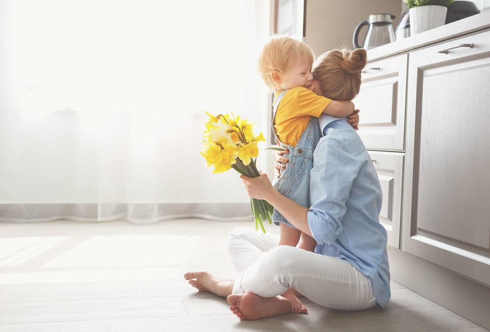 baby-boy-flowers-mama.jpg