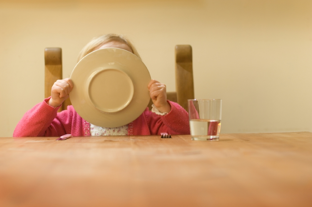 child-cleaning-plate.jpg