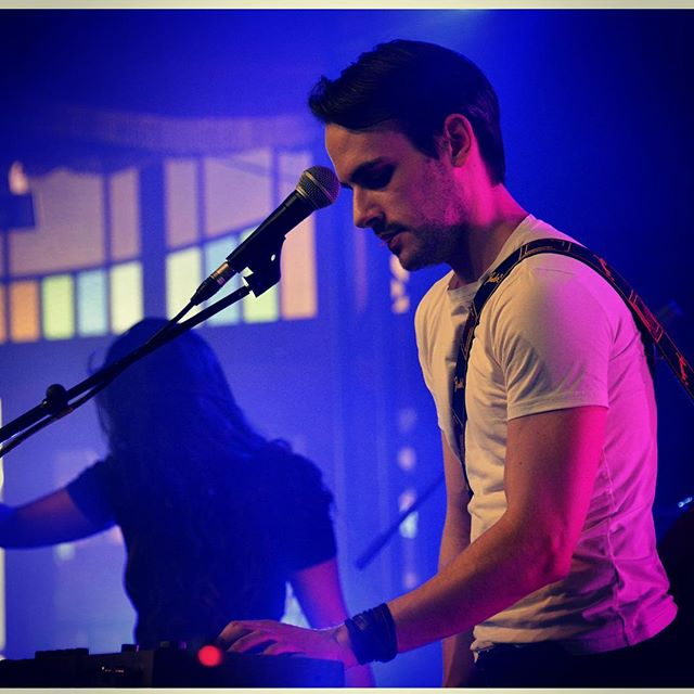 Last week @les.solidarites  #sey #musicduo #electropop #pop #rocknroll #performing #livemusic #belgianmusic #musicianlife