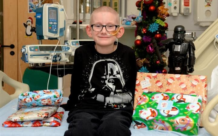Alex Prescott, seven, spent Christmas in hospital and was looked after by Roald Dahl nurses after a bone marrow transplant CREDIT:WARREN SMITH