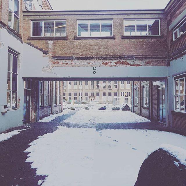 Een weg banen naar kantoor:) #sneeuw #2017