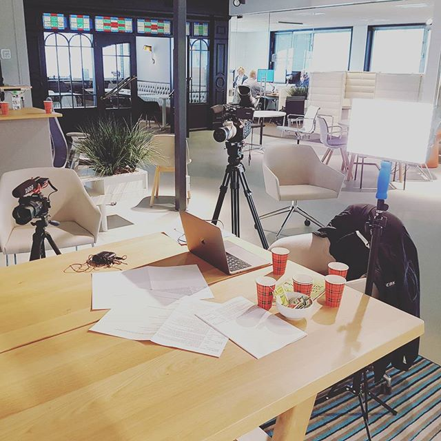 Filmshoot on location! The making of promotional product videos for our customers.  #filmshoot #productvideo #marketing #designfurniture #officefurniture