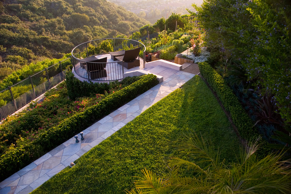 Landscape Construction Ideas for Merging Softscape and Hardscape in Newport Coast