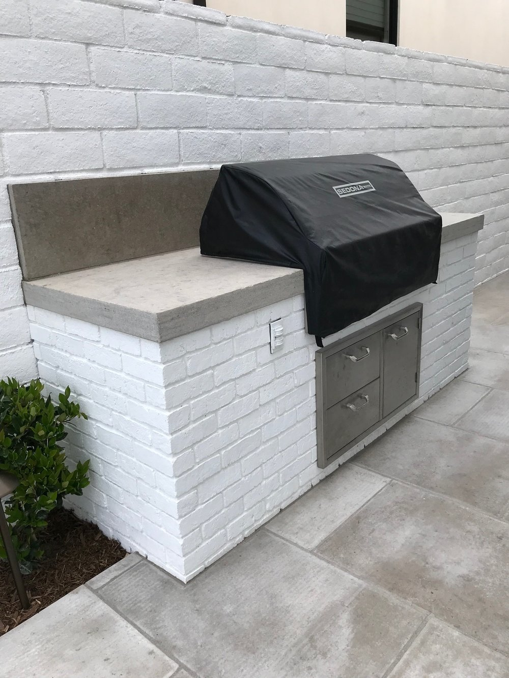 Outdoor masonry kitchen in Dana Point, California, United States