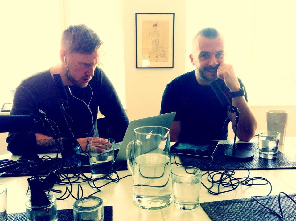 Robin och Micke under en inspelning