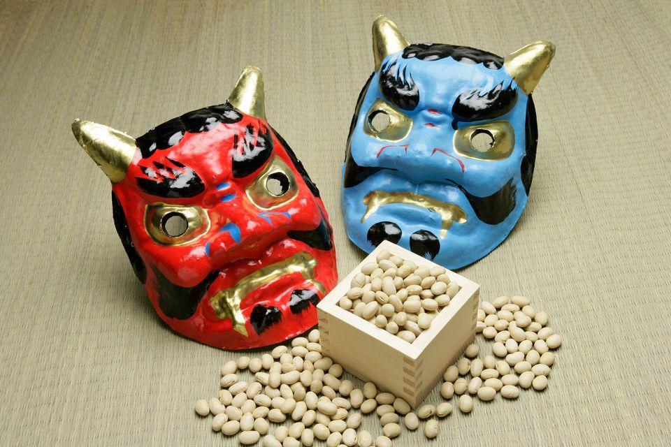 setsubun-japan-bean-throwing-582269f45f9b58d5b1c48a5c.jpg