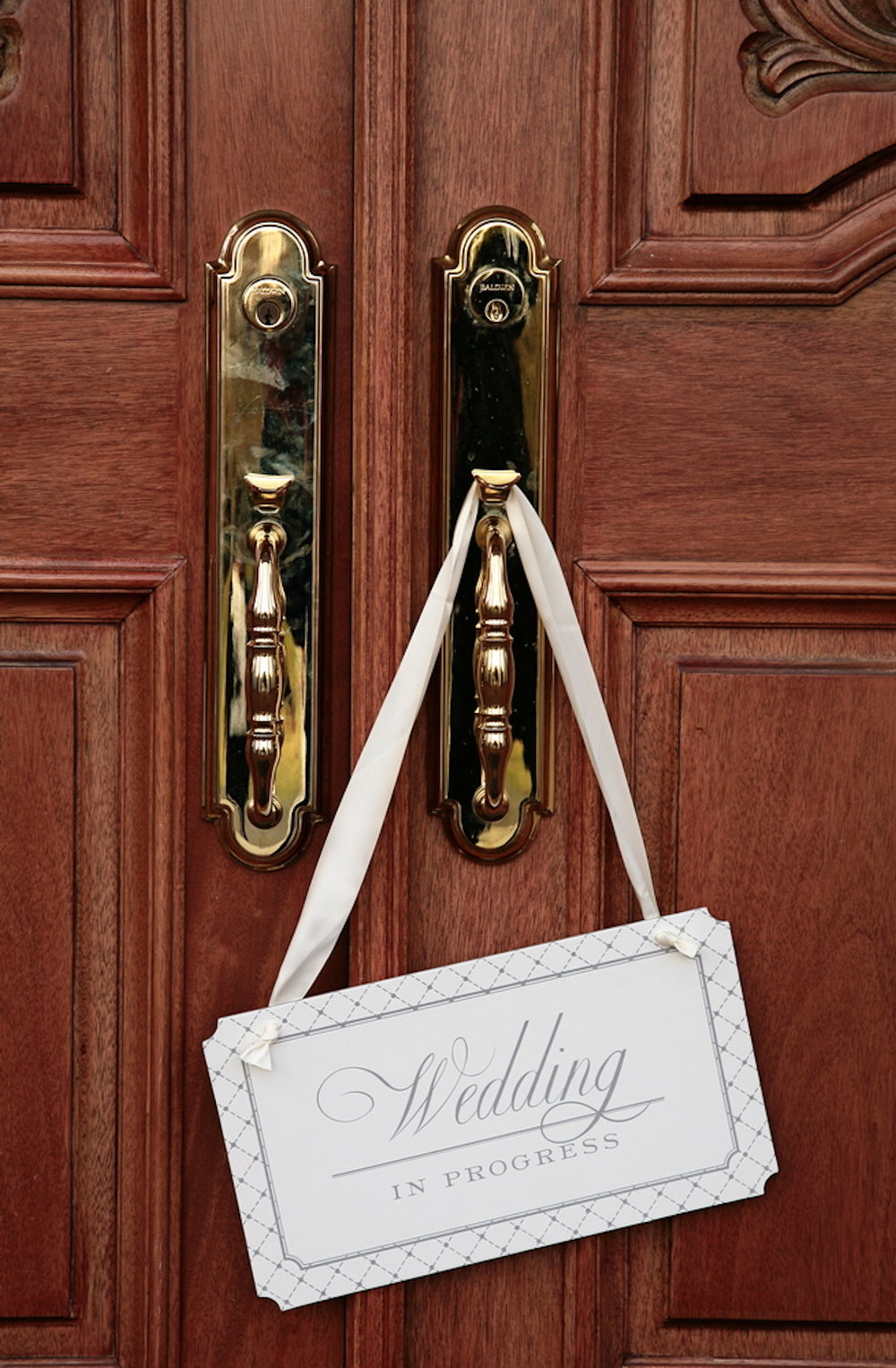 frontd-door-with-wedding-sign.JPG