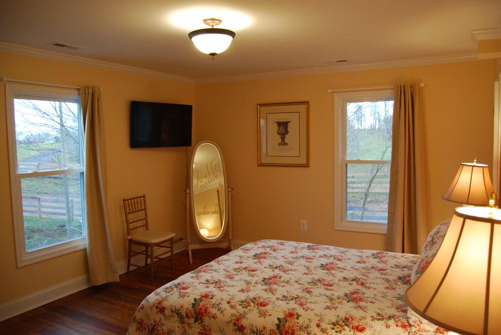 bedroom d1.JPG