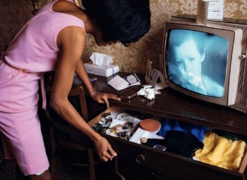 Diana and the drawer (photo: Bruce Davidson)