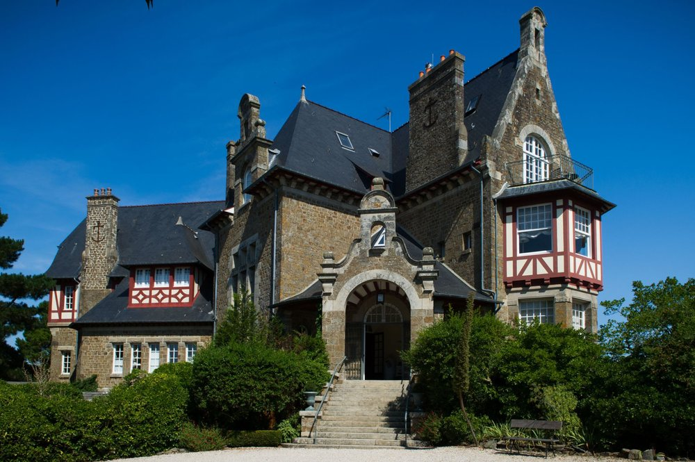 chateau-exterior2.jpg