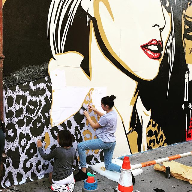 @fairey_girl1  and #madyunicornfairey of the @tigerlightscreative helping @obeygiant with the @debbiehazza @blondieofficial mural on the lower Eastside! #firsttime