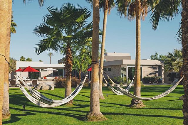"""The perfect spot for """"hanging out"""" with your family and friends! 🌴 #polovillas #luxuryvacationrentals #laquinta"""