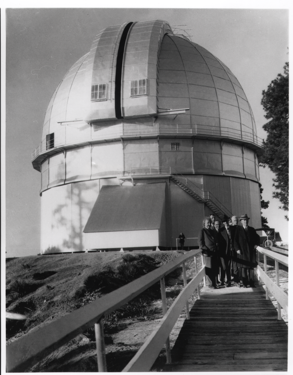 Einstein and Hubble et al at MWO 100 inch dome (1931)