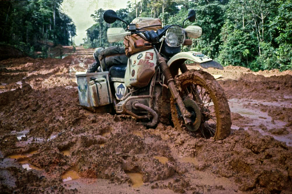 Helge stuck in the Amazonian mud. Sticky situation.   (  ©Helge Pedersen)