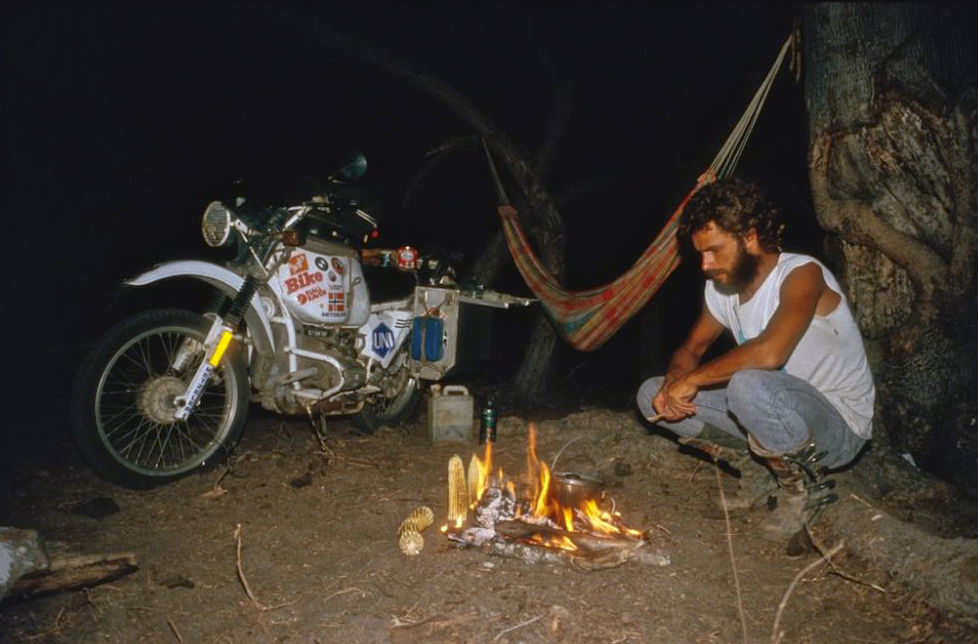 Helge Camping in Mexico, roasting some corn around a camp fire.  (  ©Helge Pedersen)