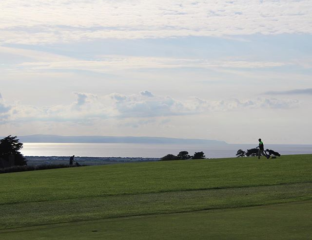 A customer walking down the 9th. In the background you can see the Bristol Channel and Somerset coastline along to Minehead. 👀🏌️🏌️♀️