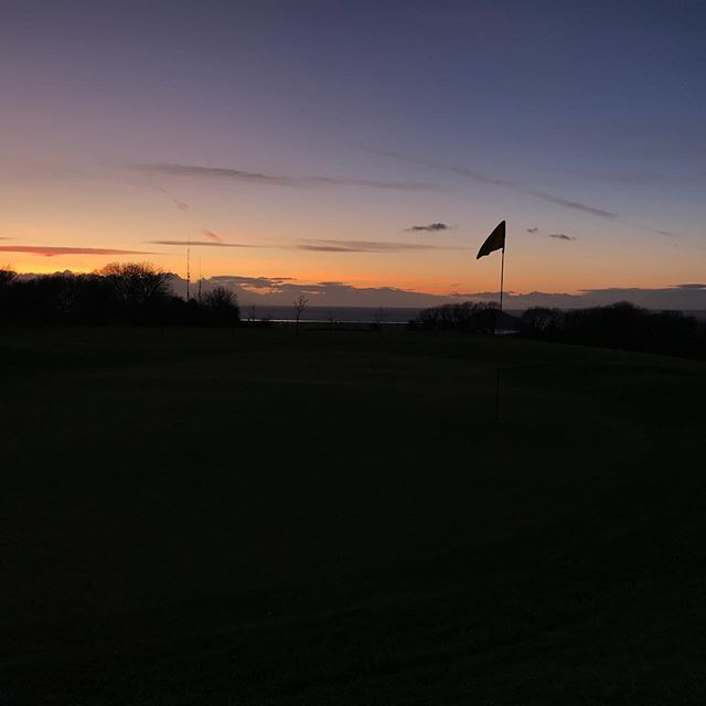 Game over for today ⛳️🌅 ...but the weather forecast looks great for tomorrow if you're not at work 😉☀️🏌️🏌️‍♀️